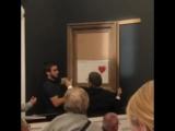 Картина Бэнкси самоуничтожилась встроенным в раму шредером после продажи на аукционе Сотбис [NR]