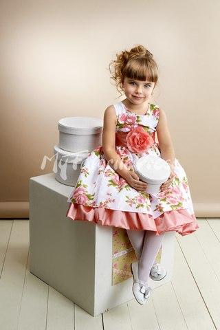 Платье с кружевами внизу фото