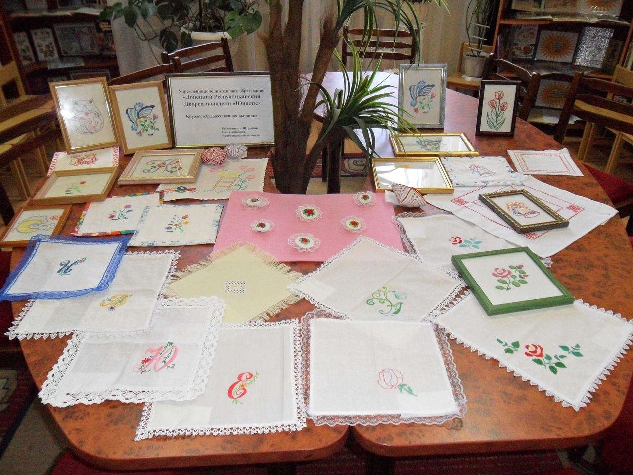 8 марта, донецкая республиканская библиотека для детей, отдел искусств, кружок художественной вышивки, подарок мамам