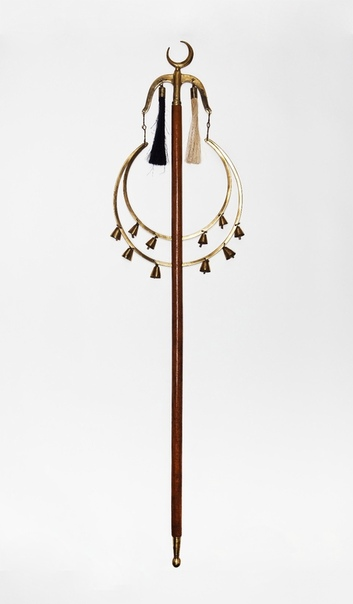 БУНЧУК (Турецкий полумесяц) Бунчук ударно-шумовой музыкальный инструмент. В Европе этот музыкальный инструмент носит самые разные названия: турецкий или китайский полумесяц (англ. Turish