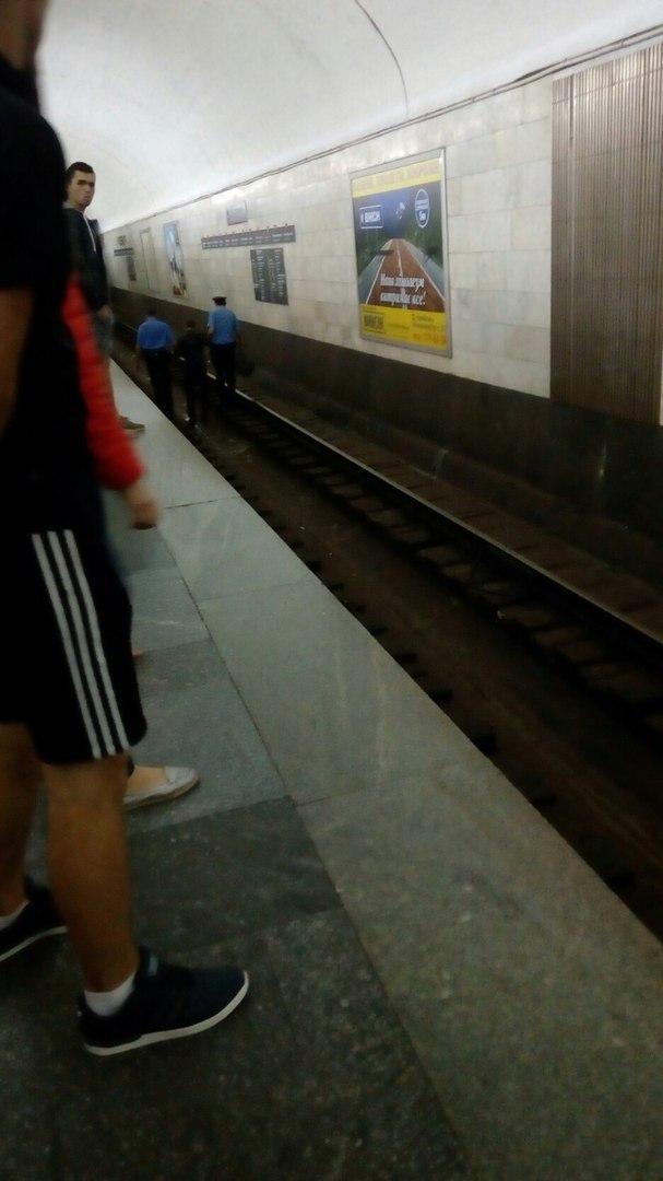 В Харьковском метро мужчина прыгнул на рельсы