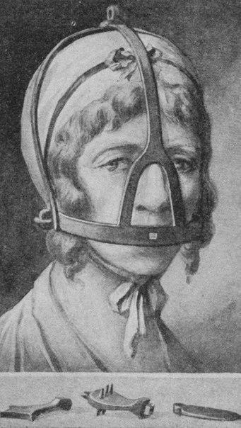 Средневековая маска против болтовни.