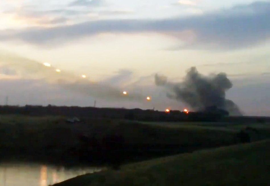 В сети появилось видео стрельбы из РСЗО «Град» вблизи украинской границы