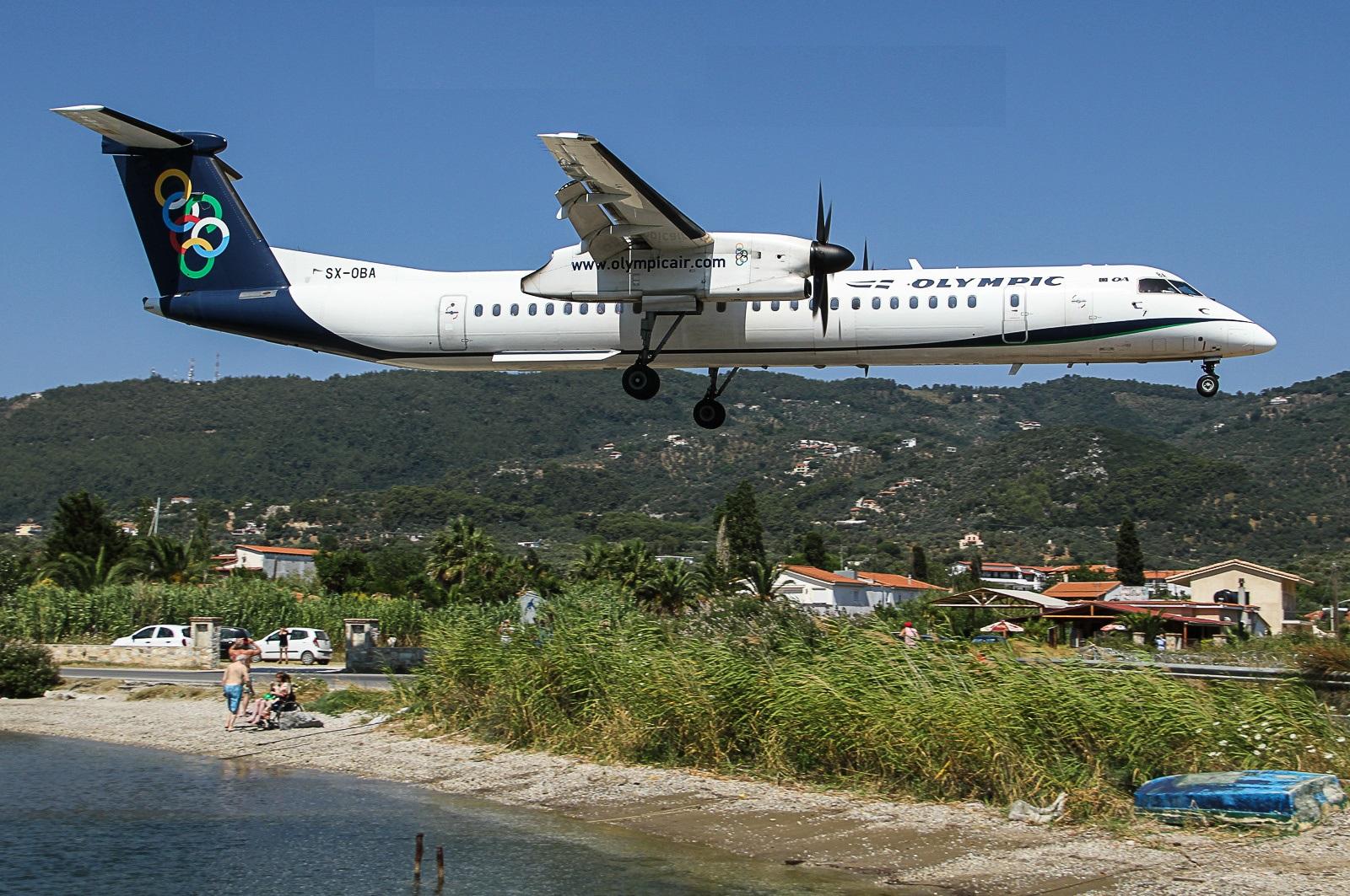 Посадка самолета в одном из греческих аэропортов