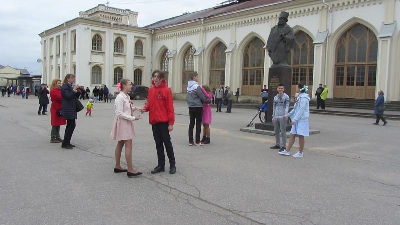 5 мая 2018 года Привокзальная площадь Новый Петергоф Флешмоб, посвященный Дню Победы
