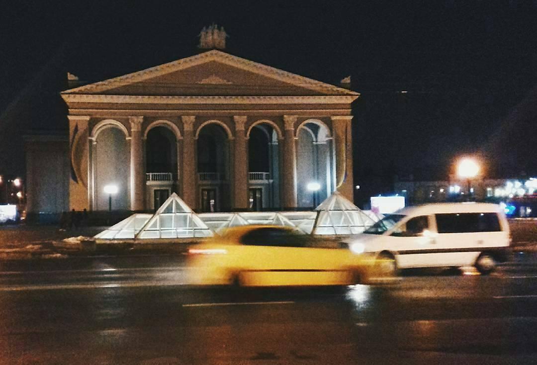 Рівне вечірнє: в мережі показали чарівність міста в сутінках (ФОТО)   LIGHT