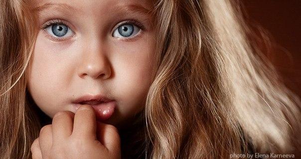 20 альтернатив наказанию 1. Ищите скрытые потребности Например: пока вы ожидаете своей очереди, дайте ребенку во что-то поиграть, задавайте ему простые вопросы, пожимайте ручку особенным «кодом». 2. Дайте информацию и объясните причины Например: если малыш разрисовал стену, объясните ему, почему рисуют только на бумаге. «Нельзя, и всё», «Потому что так не делается», «Потому что так всегда было» — это не слишком убедительные аргументы для ребенка. 3. Ищите скрытые чувства Признавайте,…