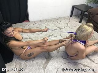 Alix Lynx vs Nicole Oring