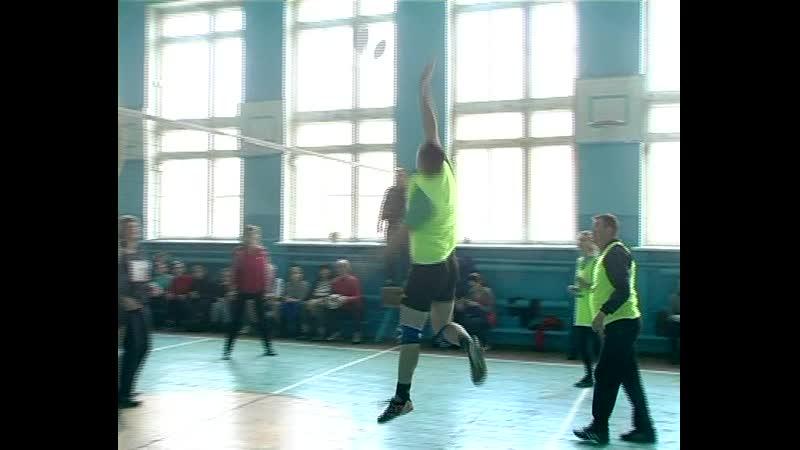 Среди работников образования Старобешевского района состоялись соревнования по волейболу