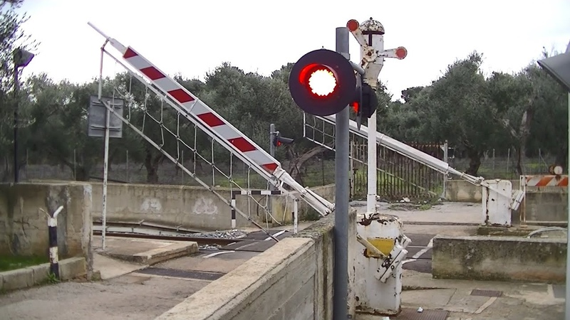 Spoorwegovergang Valenzano Lamie (I) Railroad crossing Passaggio a livello