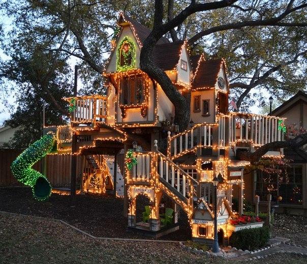 Сказочный замок для детей на дереве. (1 фото) - картинка