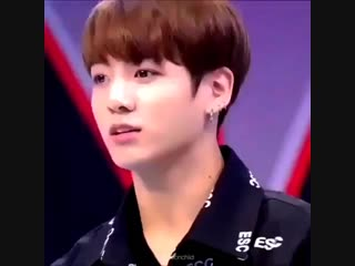 Jungkook's little habit of tilting his head is the most adorable thing ever