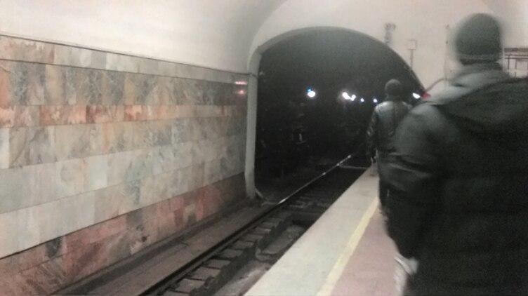 Мужчина разгуливал по тоннелю метро (ФОТО)