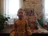 Видеопоздравление от Тани Моисеенко всем мамам на свете. Таня рассказала о том, как она рисовала портрет любимой мамы.
