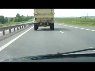 Камаз обгоняет всех на 160 км/ч