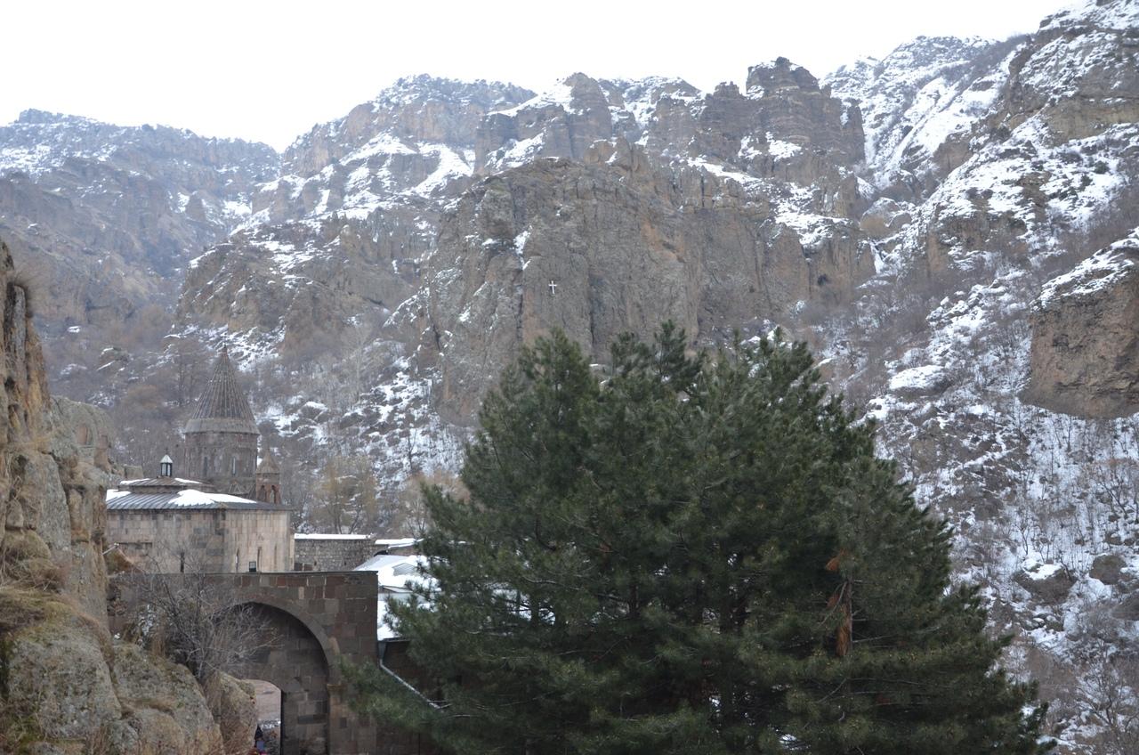 p0a1MAnPiJA Монастырь Гегард в Армении.