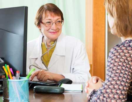 Женский гинеколог может решить удалить полип шейки матки, чтобы предотвратить инфекцию.