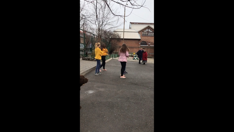 Танец от 8Б класса