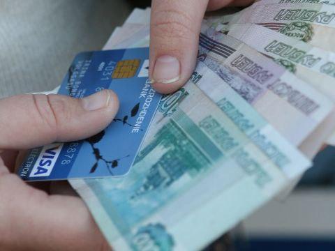 За кражу банковской карты задержана гостья потерпевшего