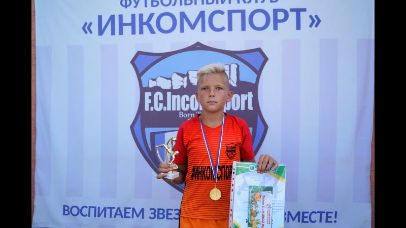 Ратмир Куликов Инкомспорт Симферополь (№6 центральный полузащитник)