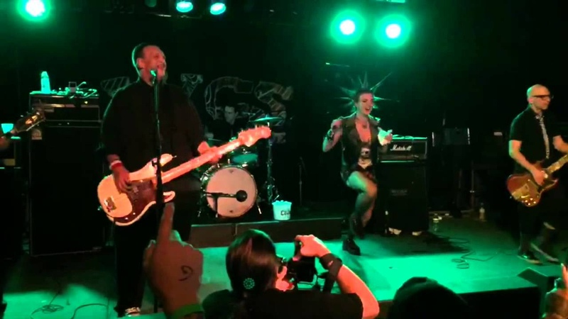 Erin Micklow performs Minor Threat with Punk Rock Karaoke at PRB 2015
