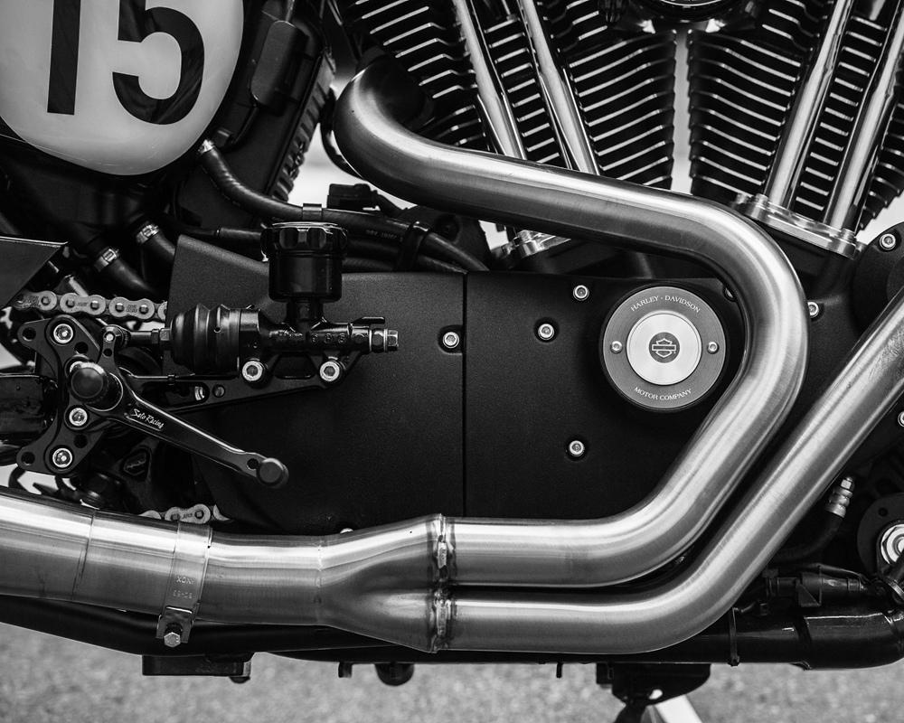 Deus Ex Machina: кафе рейсер Harley-Davidson Sportster