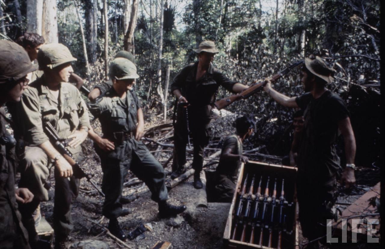guerre du vietnam - Page 2 BycKpX28Ra4