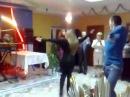 Смотрите как русская девушка и кавказец танцуют лезгинку