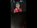 доча очень любит петь в машине