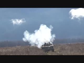Стрельба из вооружения БМП-3 мотострелками ЮВО на полигоне Тарское