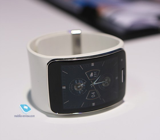 Первый взгляд на умные часы Galaxy Gear S