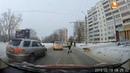 Челябинский гаишник переводит собаку через дорогу
