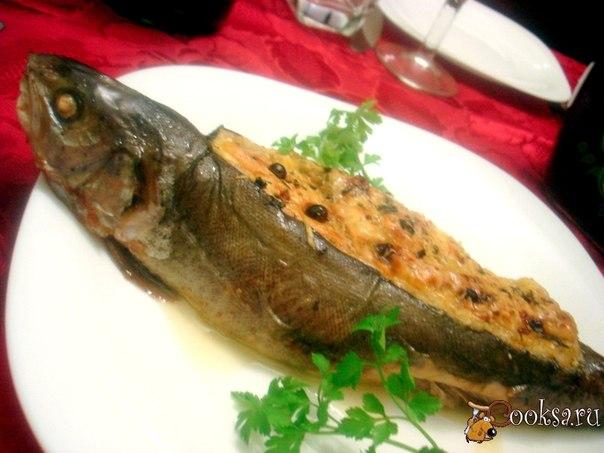 Вкусно и необычно рыба фаршированная через спинку. Рыба буквально тает во рту, а начинка прекрасно сочетается с рыбой! Этим блюдом вы удивите родных и близких!