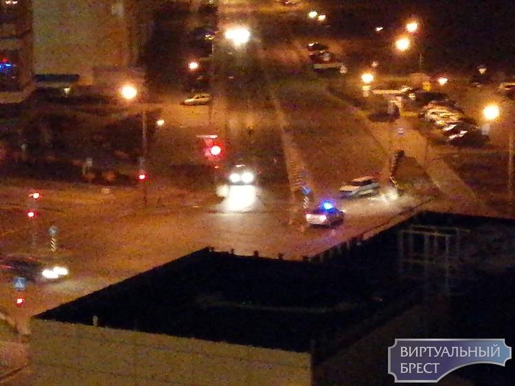 Вечером в двух разных ДТП водители протаранили светофоры