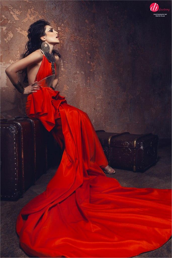 Сати Казанова устроила необычную фотосессию в африканском стиле.