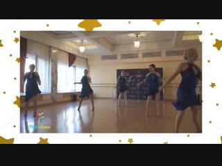 Наш преподаватель танцует solo latino