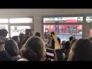 La descente des bleus de leur avion à l'aéroport de Lannion