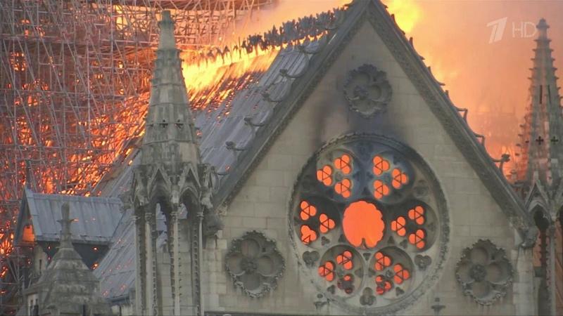 Собор Парижской Богоматери горит уже более 12 часов. Новости. Первый канал