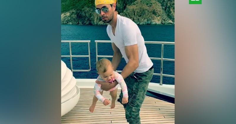 Энрике Иглесиас показал ребенка от Анны Курниковой