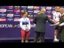 Вице-президент UEC Александр Гусятников награждает чемпионок Европы в командном спринте