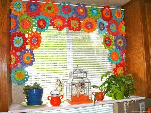 Вяжем яркие, ажурные шторы для