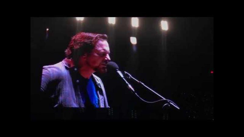 Eddie Vedder Cries after Tribute to Chris Cornell-Black