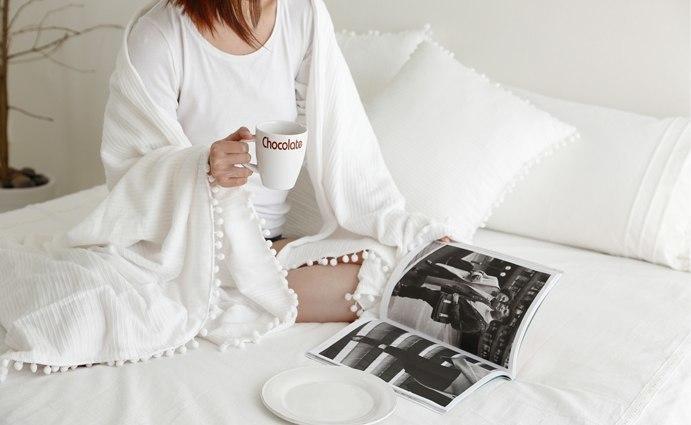 Белое уютное одеяло -