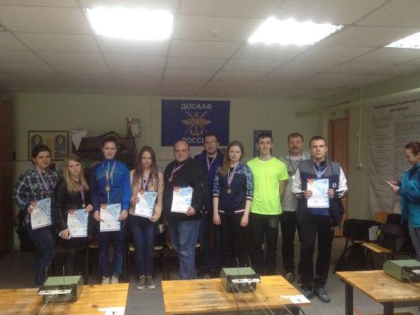 Участники соревнований с грамотами и медалями