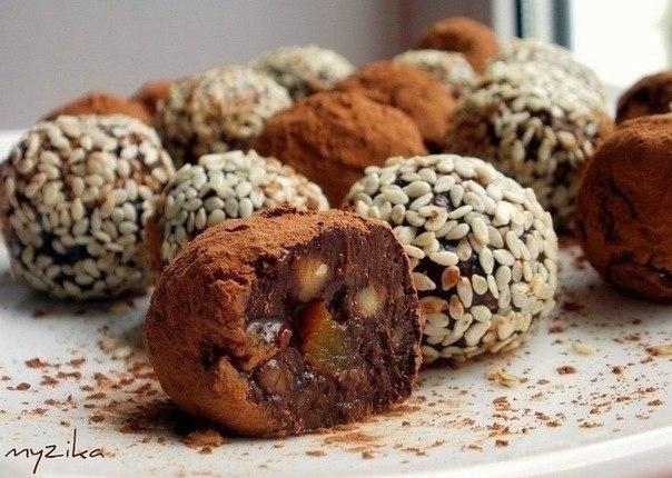Попробуйте приготовить вместе с детками домашние конфеты с курагой и орехами