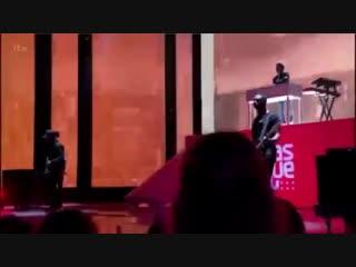 INFO Liam, Lennon Stella et Jonas Blue performant Polaroid sur le plateau d'X Factor ce soir. 04.11 - - XFactor via @1D_Adults.