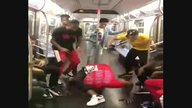 Прокатились в метро с пользой