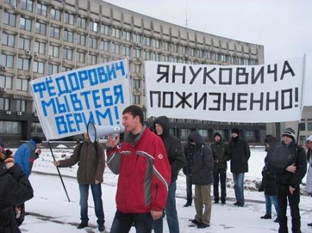 """Активисты приготовили """"кровавые"""" елки для Клюева и Ахметова - Цензор.НЕТ 8991"""