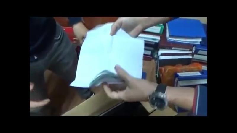Следователь СЭР ДГД Астаны задержан с поличным при получении взятки (видео)