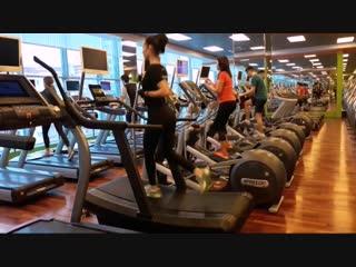 Профессиональная беговая дорожка DHZ А7000 в Gold's Fitness ТРК Индиго Life